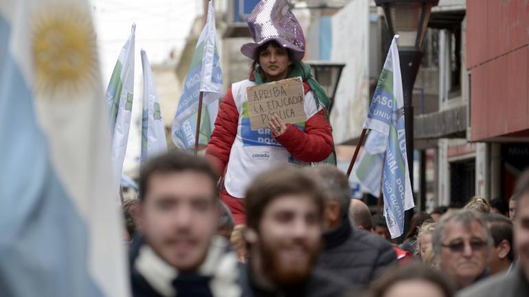 Río Cuarto. También fue nutrida la marcha de los estudiantes universitarios del sur de la provincia. (La Voz)