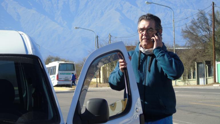 De Traslasierra. Jorge Teyssedou cruza cada día las Altas Cumbres; de Villa Dolores a Córdoba. (La Voz)