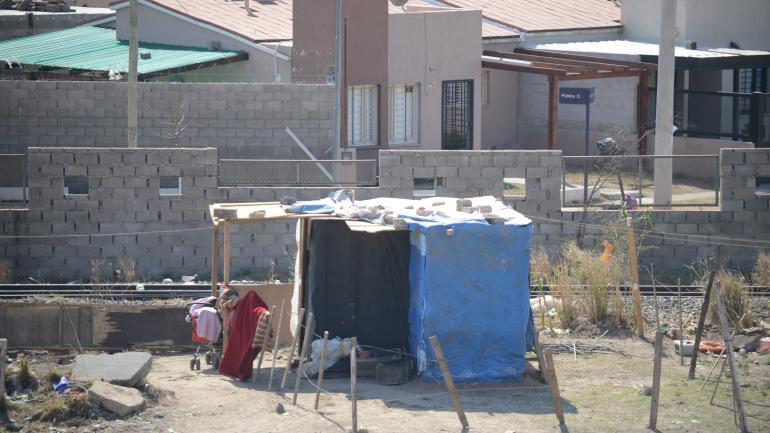 La Vaquita Echada. Un muro cambió la fisonomía de un área cuya densidad y características demográficas no han dejado de cambiar en los últimos meses. José Hernández)