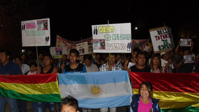 Protesta. Todos los días, en La Paz, los vecinos marchan por la jovencita.