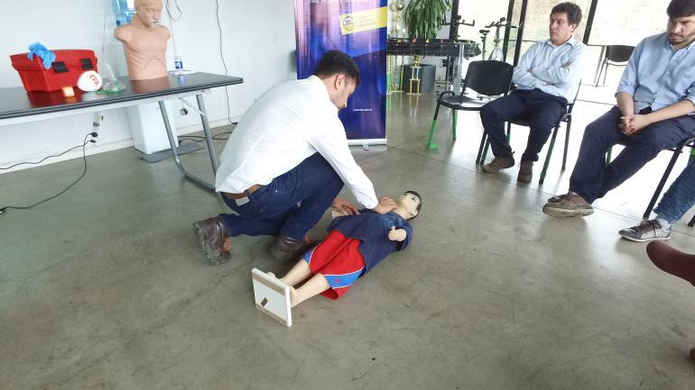 Los primeros auxilios pueden evitar el agravamiento de lesiones y salvar vidas en situaciones imprevistas y en cualquier lugar. (LAC)
