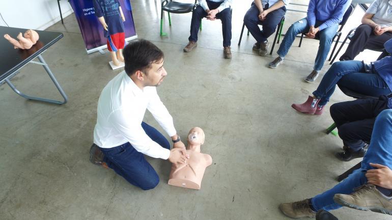 El curso incluyó el aprendizaje de primeros auxilios básicos, maniobra de Heimlich y RCP (LAC)