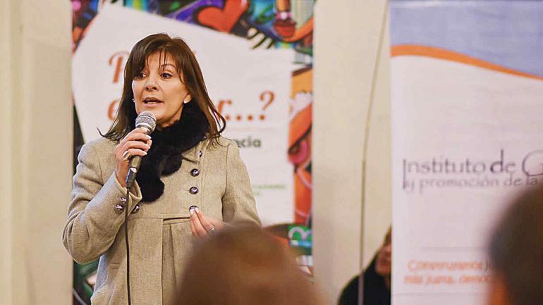 Patricia Calandin, del Instituto de Género y Promoción de la Igualdad del Defensor del Pueblo le habla a los jóvenes. (Defensoría del Pueblo)