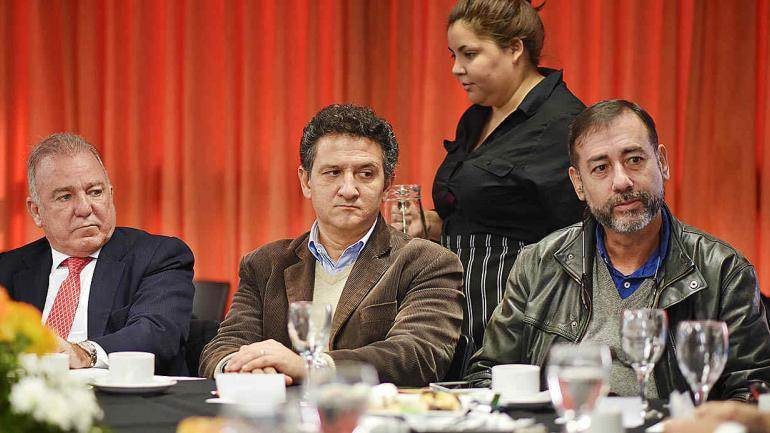 Asistieron también el padre Mariano Oberlín y el presbítero Gastón Gattino, quienes tienen una reconocida trayectoria en la lucha contra el consumo de sustancias (Defensoría del Pueblo).