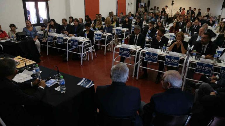 Los legisladores de distintos bloques tomaron la palabra en el debate por los distintos proyectos de derechos humanos tratados. (Prensa Legislatura de Córdoba)