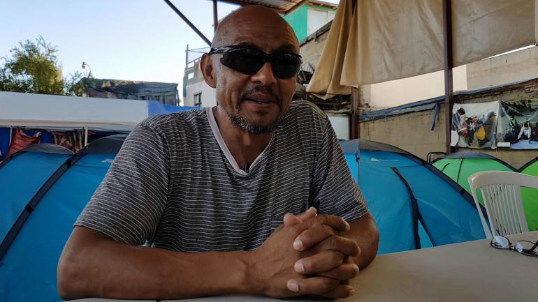 David Valdez espera en un albergue de Tijuana el momento propicio para saltar el muro. Ya lo deportaron una vez.