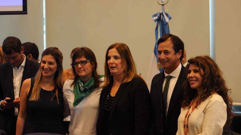 HISTÓRICO. La cordobesa Brenda Austin y otros legisladores en el debate (Federico López Claro/La Voz).