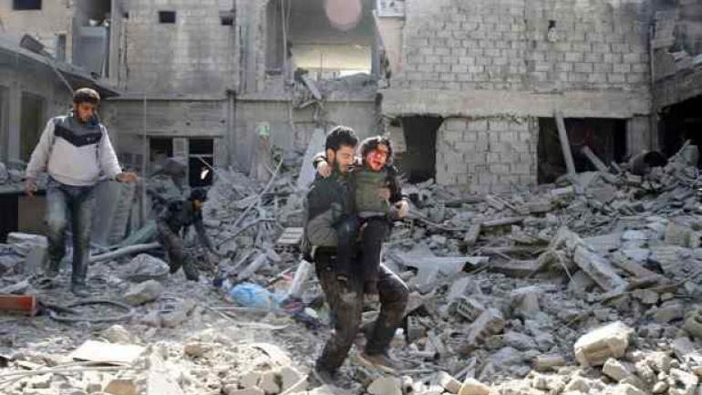 Después del ataque. Los restos del bombardeo con armas químicas.