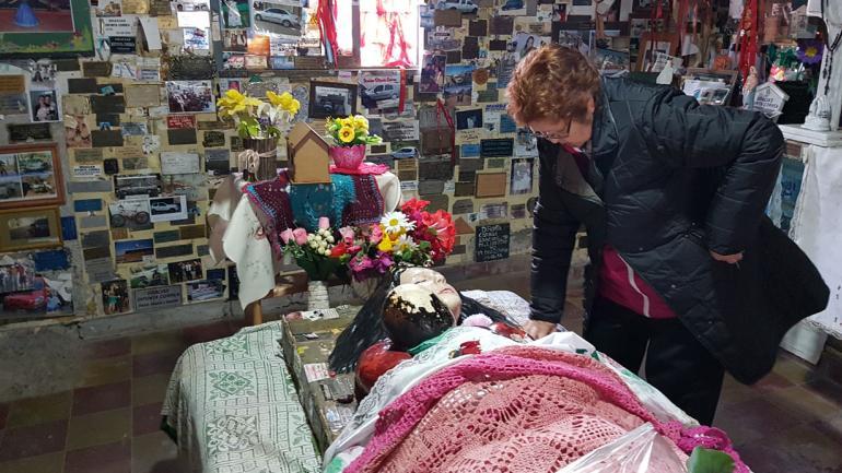 CAPILLA. A diario, decenas de devotos la visitan en Vallecito, San Juan (La Voz).