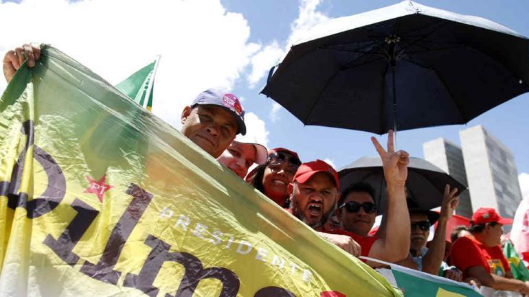 ASUNCIÓN. Brasileros acompañaron a Dilma (AP).