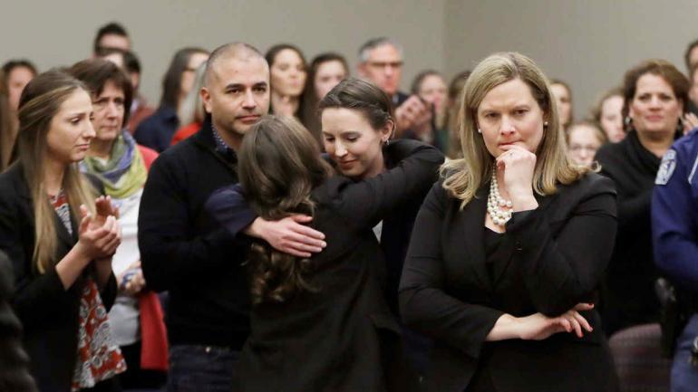 ESTADOS UNIDOS. Algunas de las mujeres que lo denunciaron presenciaron la sentencia (AP).