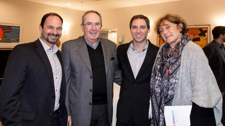Pablo Ortega )La Voz), Daniel Ricci (Colegio de Arquitectos), Ricardo Venier (La Voz) y Beatriz Bederian (Maconta y parte del Comité Organizador de la Expo).