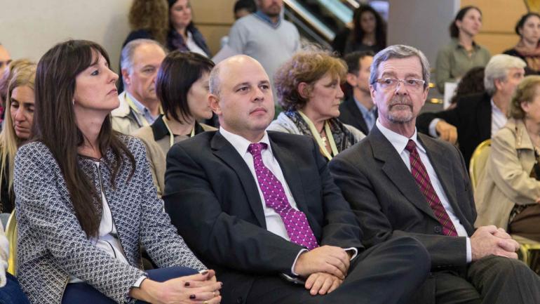 Soledad Milajer, presidenta de Cammec y del Comité Organizador de la Expo ESTILOCASA; secretario de Industria Pablo de Chiara y ministro de Industria Roberto Avalle.
