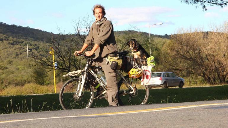 Facundo y Luna, la bici, el viaje (La Voz)