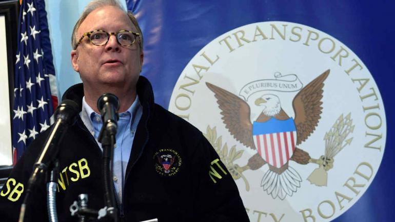 FILADELFIA. El presidente de la Junta Nacional de Seguridad del Transporte, Robert Sumwalt, informó a los reporteros lo acontecido (AP).