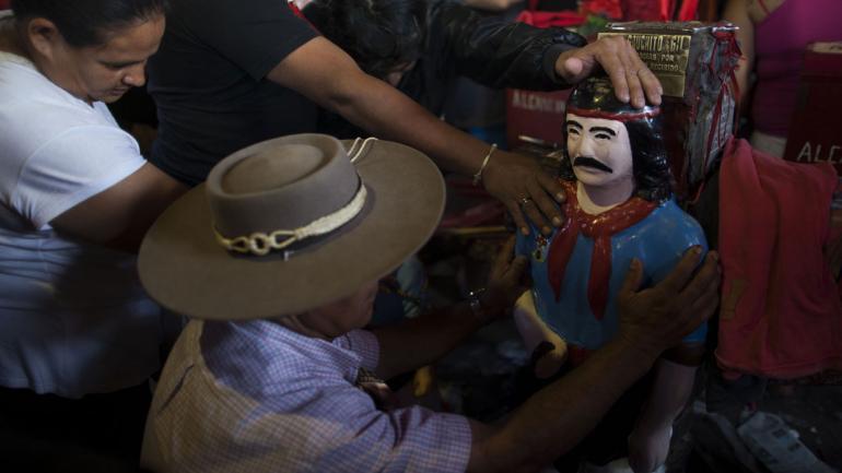 GAUCHITO GIL. La liturgia de este santo criollo se extiende por las rutas de todo el país (La Voz).