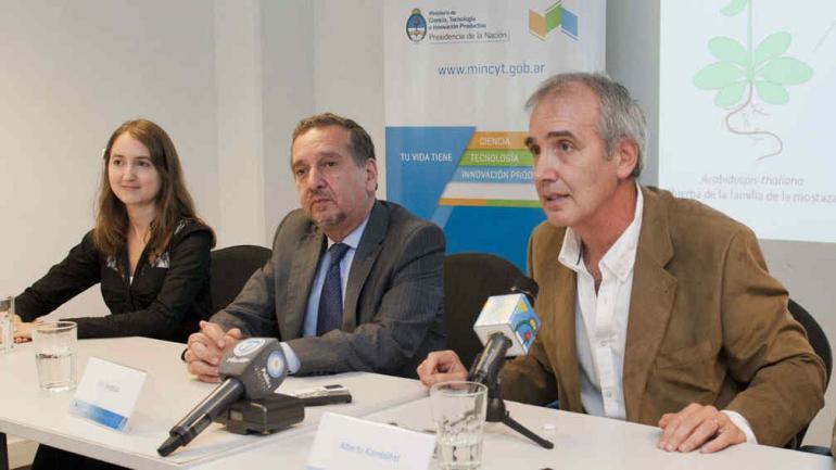 Micaela Godoy Herz, Lino Barañao y Alberto Kornblihtt durante la presentación (Gentileza Conicet).