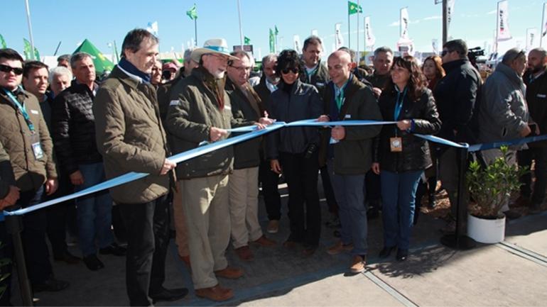 GONZÁLEZ FRAGA. El presidente del Banco Nación participó de la inauguración del stand de la entidad en Agroactiva (Prensa Agroactiva)
