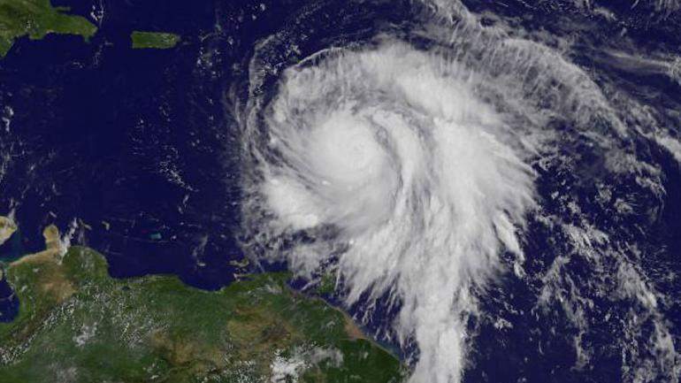 """Fotografía satelital tomada al huracán """"María"""" el 18/09/2017 sobre el mar del Caribe. El huracán dejó una """"amplia devastación"""" a su paso por Dominica. (DPA / Archivo)"""