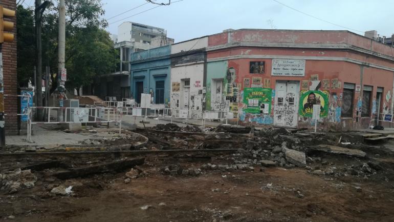 CORTE. La esquina de Achával y Belgrano está totalmente cortada. (La Voz)