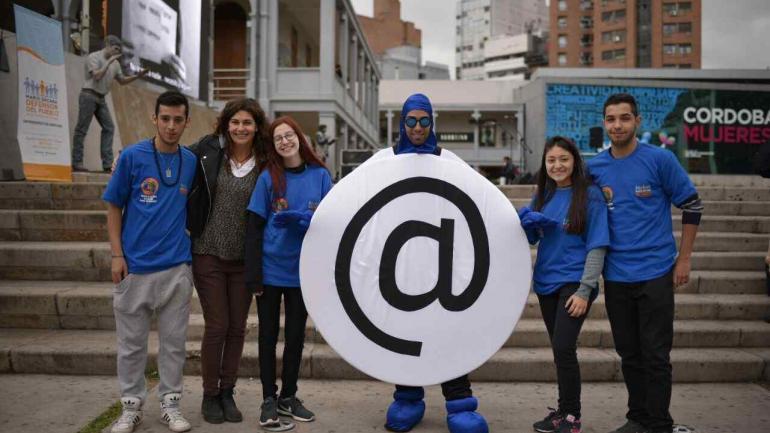 Jóvenes comprometidos con la difusión de un uso seguro de internet, para todos. (Defensoría)