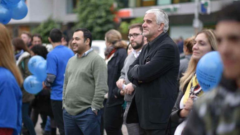 El Defensor del Pueblo Mario Decara impulsó una actividad de concienciación sobre el uso seguro de la web. (Defensoría)
