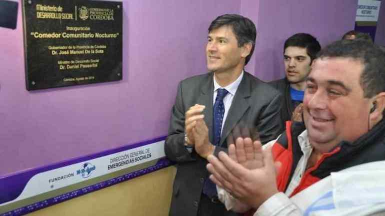 """Con Daniel Passerini, en agosto de 2014,en la inauguración del primer """"Yo te ayudo"""" (La Voz/Archivo)."""