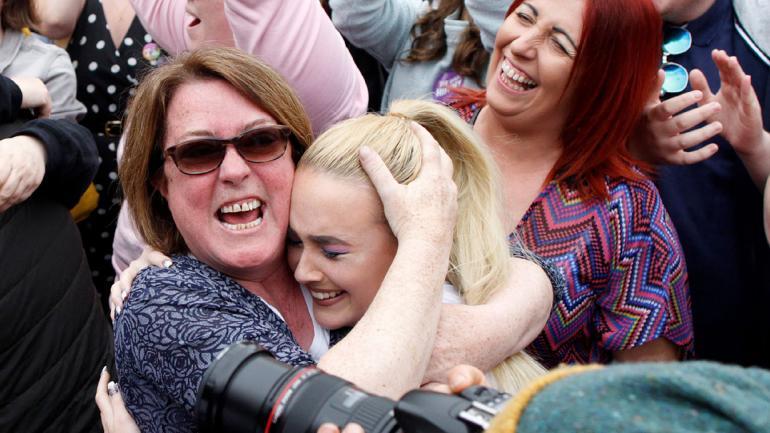 IRLANDA. Miles de irlandeses festejan el resultado del referéndum (AP).