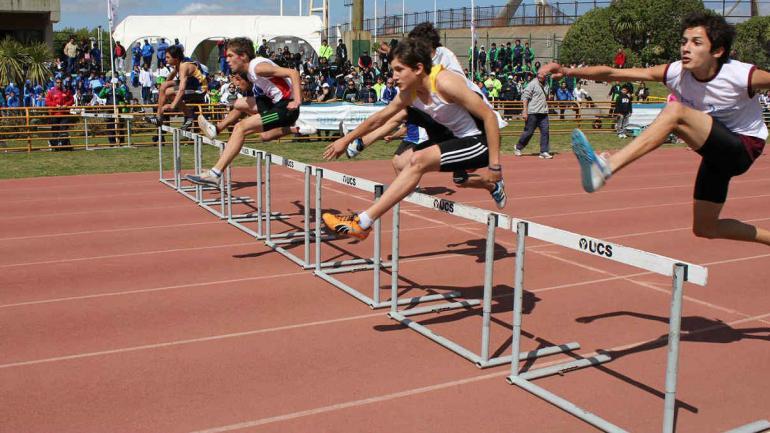 Juegos Nacionales Evita. Una carrera con vallas en una competencia infantil (Gentileza Juegos Nacionales Evita)