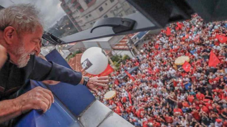LULA CONDENADO. Hace una semana se entregó en la sede de la Policía Federal de Curitiba (AP/Archivo).