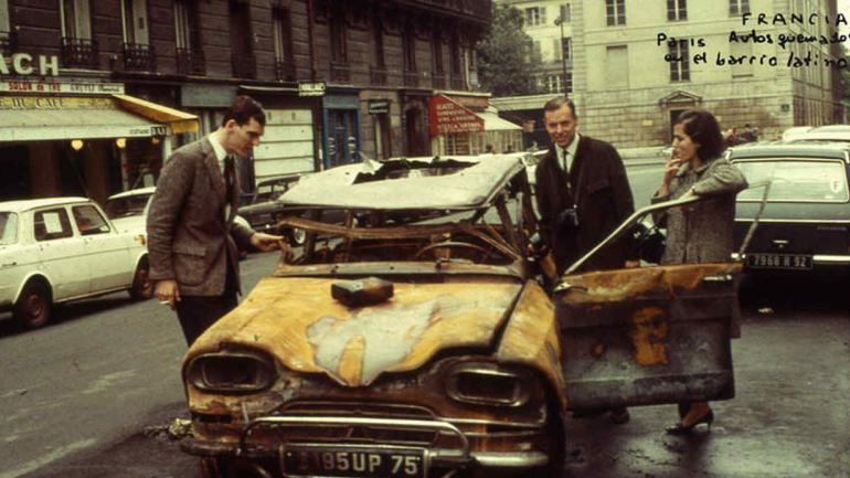 Autos quemados en el barrio latino. (Archivo)