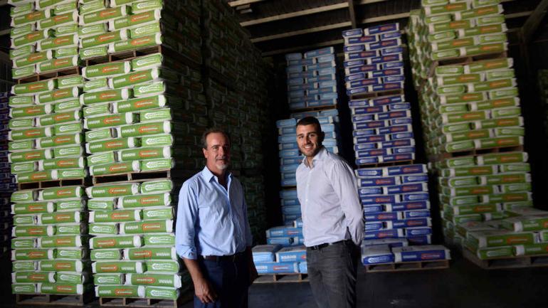 Generación harinera. Con su hijo Emiliano, quién encabezó el proyecto de la fabrica de pastas secas junto a su hermano Sebastián.