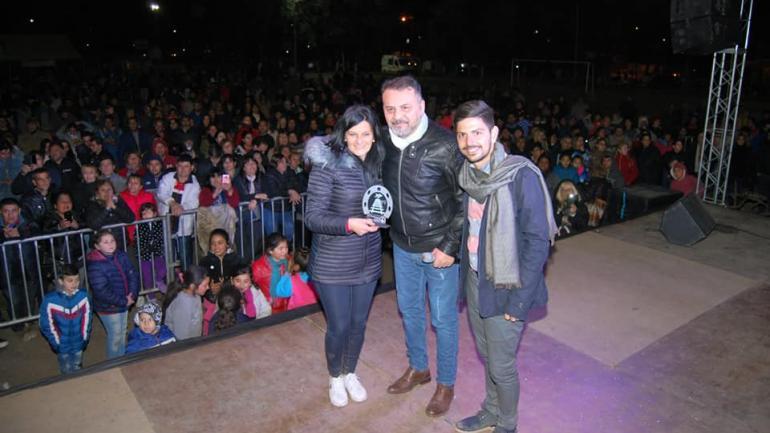 El Toro Quevedo junto a Silvina González, intendenta de la ciudad, y Nicolás Arzani, Secretario de Gobierno (Municipalidad de Malvinas Argentinas)