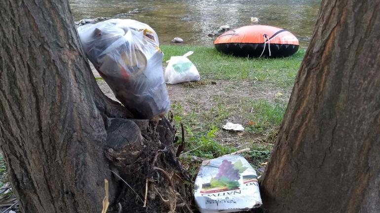 En las playas menos céntricas de Santa Rosa de Calamuchita, la higiene es menos eficiente. (La voz)