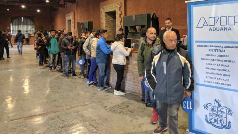 GUAYMALLÉN. La Aduana subasta productos decomisados en la frontera con Chile (Foto de Twitter @klmaroto).