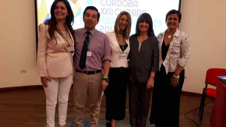 La intendenta Myrian Prunotto (derecha) junto a los miembros de la mesa de prevención en salud de la Cumbre de Mercociudades (Municipalidad de Estación Juárez Celman).