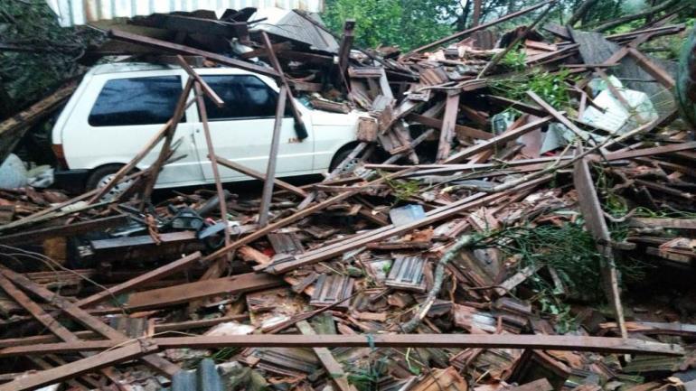 MISIONES. Un tornado provocó severos daños materiales (Foto Misiones Online).