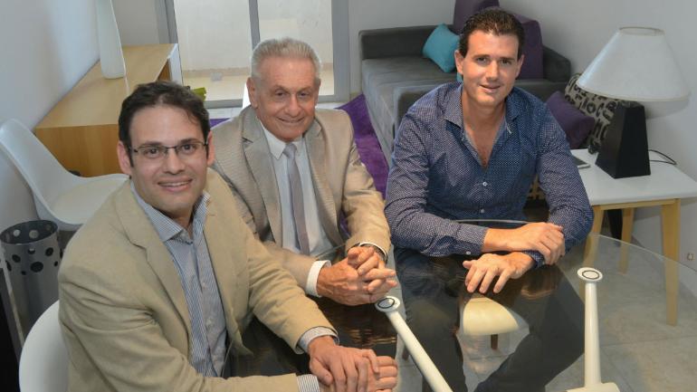 En familia. Ernesto Teicher se siente contento de poder trabajar con sus hijos Martín y Gabriel.