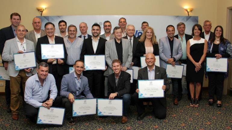 DIPLOMA EN MANO. Los nominados que integraron las ternas del premio en la edición 2017. (La Voz / Archivo)