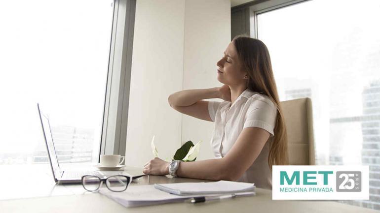 Si trabajamos sentados, podemos pararnos cada dos horas y caminar unos minutos por la oficina. (MET)