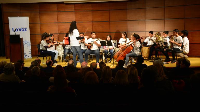 A toda orquesta. Los chicos de los Benjaminos, de Villa La Tela. (J. Ferreyra)