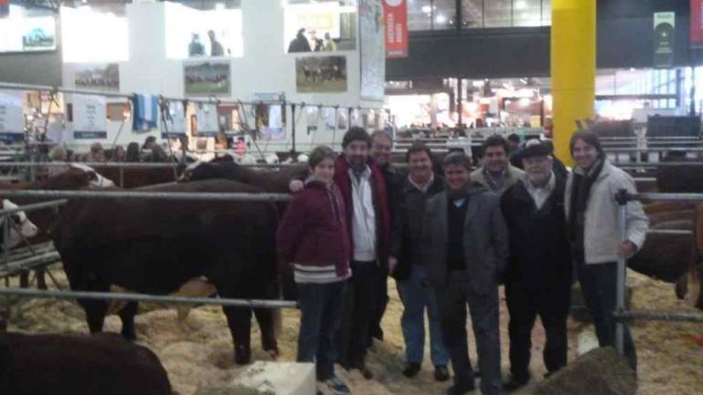 DEBUT. Los nuevos dueños de Pilagá, durante la Exposición Rural de Palermo, en julio de 2013. (LA VOZ)