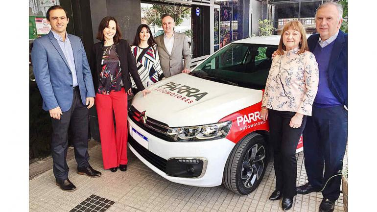 Diego, Silvina, Virginia y Sebastián Parra, directores de Parra Automotores, junto a Jorge Parra y Graciela Moltoni. (Parra Automotores)