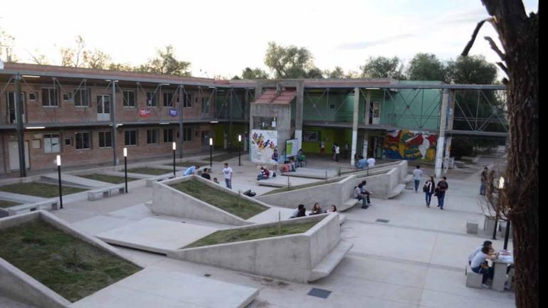 RÍO CUARTO. Estudio revela hábitos de los estudiantes con el acercamiento a las Tics (Prensa UNRC).
