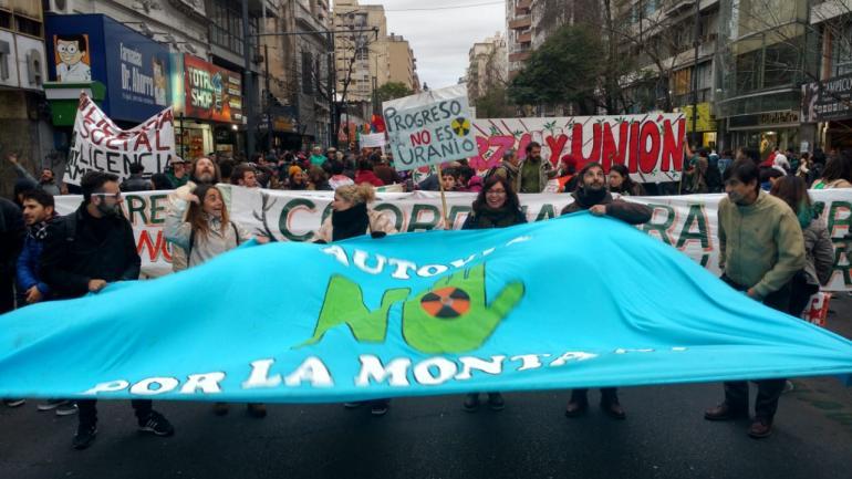 CÓRDOBA. Decenas de personas se manifestaron en contra de la autovía de Punilla (José Hernández/La Voz).