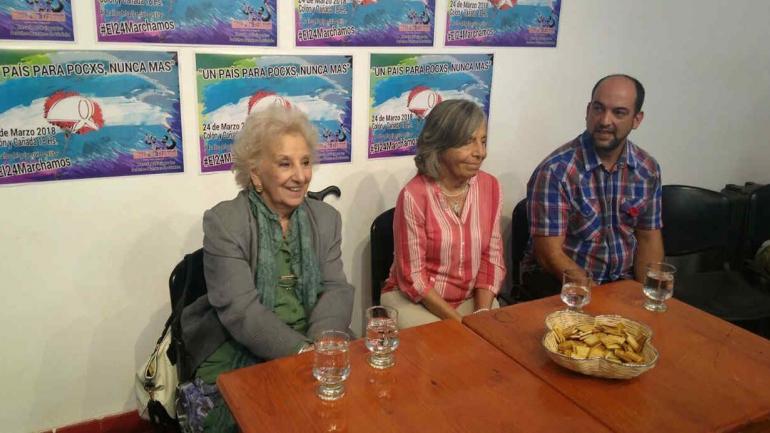 LA PERLA. Estela de Carlotto, junto a Sonia Torres y Emiliano Fessia (Foto de Twitter de @radiolaranchada).