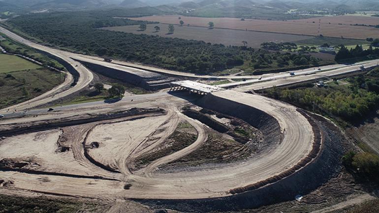 La obra en ejecución para el nuevo acceso a la ruta de las Altas Cumbres, desde Falda del Cañete.