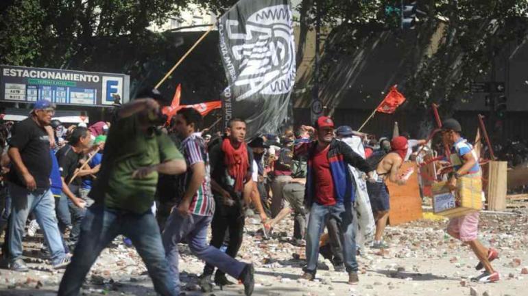 BUENOS AIRES. Los incidentes que tuvieron lugar durante el tratamiento de la reforma previsional en el Congreso de la Nación (La Voz/Archivo).