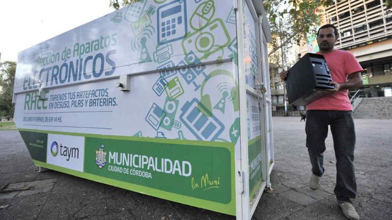 CAMPAÑA. La Municipalidad de Córdoba suma puntos para receptar residuos electrónicos (Sergio Cejas/Archivo).