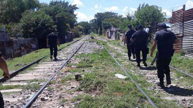 ROSARIO. La policía patrulla las zonas calientes de la ciudad en busca de prevenir los enfrentamientos entre bandas (Diario La Capital).